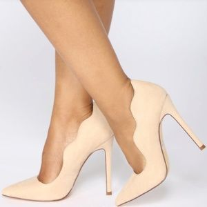 Shoes - NWOT Stiletto Cream Ruffle Detail Heels